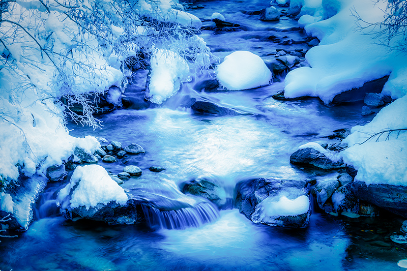 Bergbach im Winter
